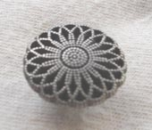 Antique silver effect metal button