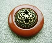 Antique gold metalllic, dyed rim button